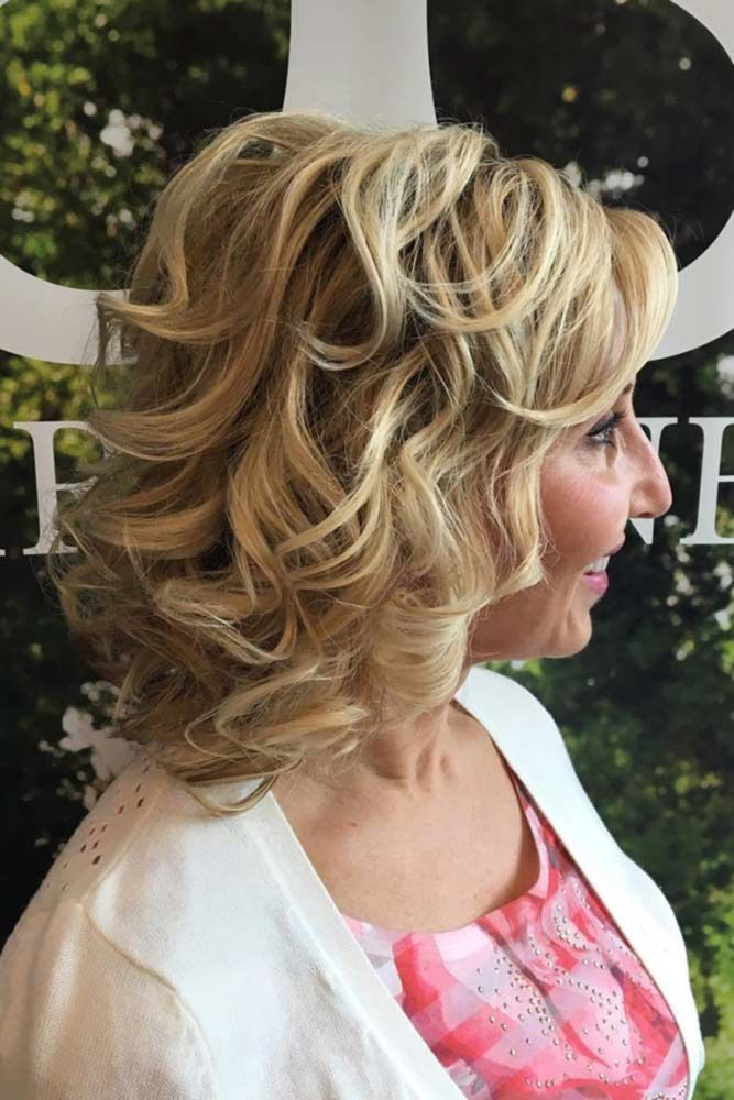 Chic Blonde Curls Hairstyles For Women Over 40 #hairstylesforwomenover40 #olderwomenhairstyles