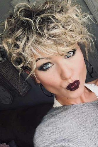 Curly Pixie With Blonde Highlights #curlypixiecut #pixiecut #haircuts #hairtypes #shorthair