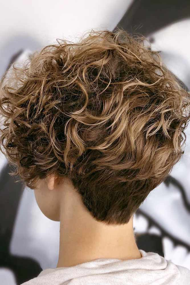 29 Cute And Flattering Curly Pixie Cut Ideas Lovehairstyles Com