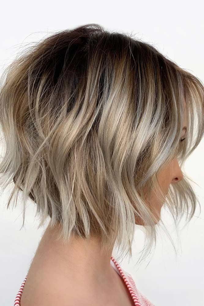 Blonde Wavy Short Bob Hairstyles #shortbobhairstyles #bobhairstyles #hairstyles #wavyhair #blondehair