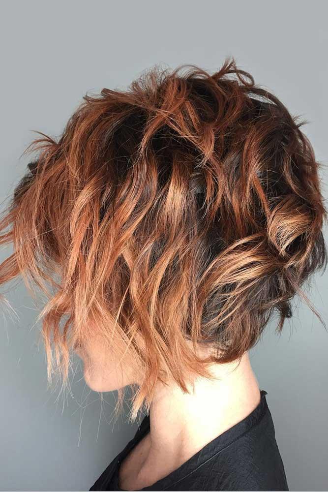 Layered Messy Bob Hairstyles #shortbobhairstyles #bobhairstyles #hairstyles #messyhair #auburnhighlights