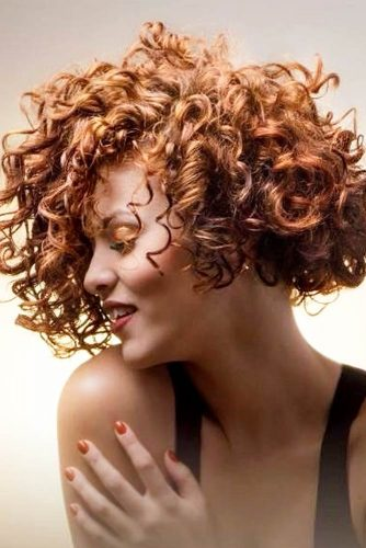 Short Curly Hair Style For Round Face