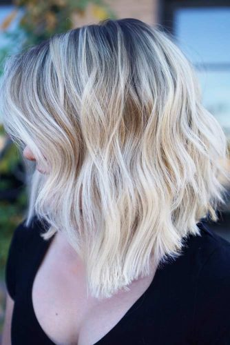 Shoulder Length Blonde Bob Haircut #shoulderlengthhair #mediumhairstyles #hairstyles #wavyhair #longbob