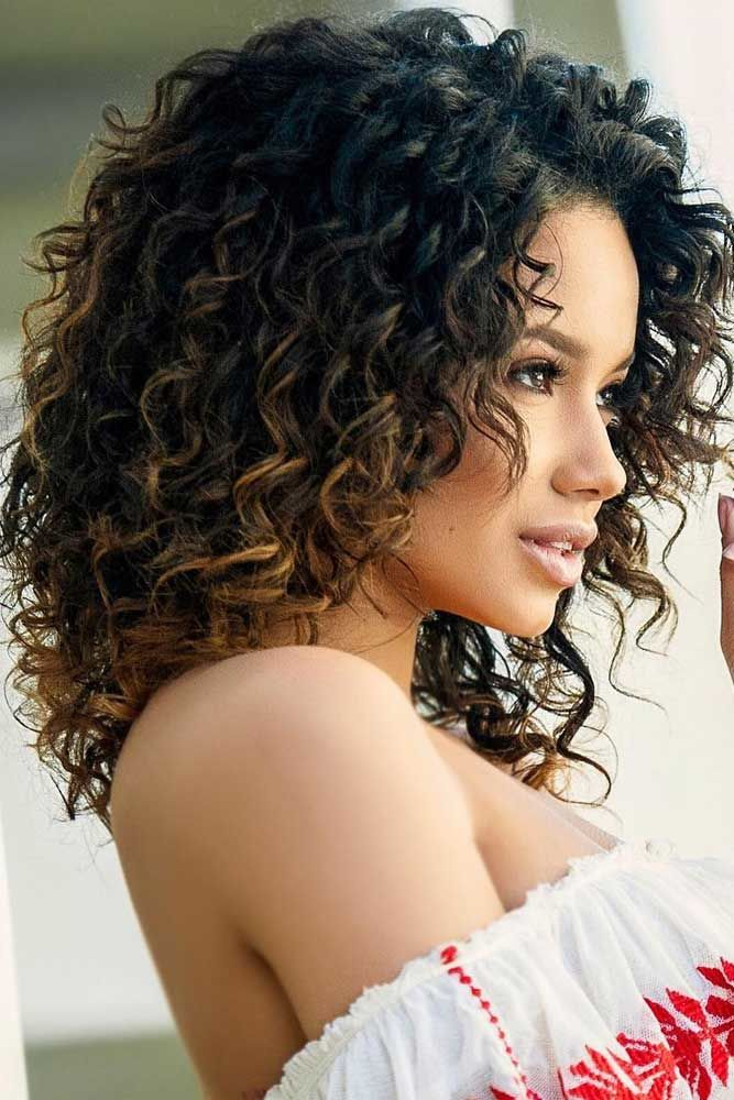 Shoulder Length Curly Hair Highlights #curlyhair #curlyhairstyles