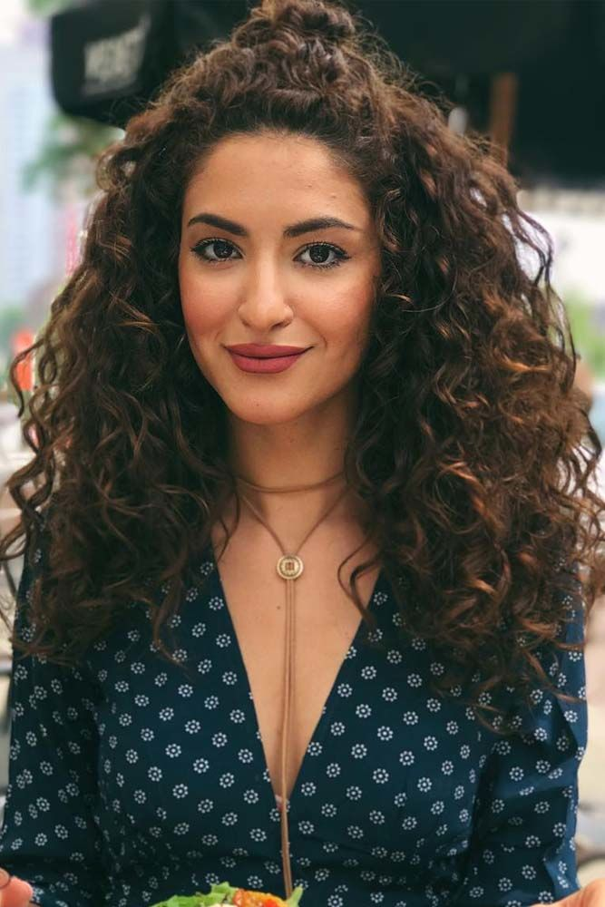 Medium Messy Curly Hair Half Up #curlyhair #curlyhairstyles