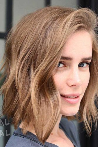 Messy Side Parted Layered Haircuts #shoulderlengthhair #layeredhaircuts #mediumhair #haircuts