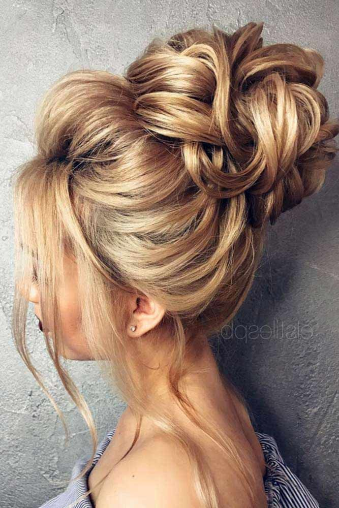 High Bun Hairstyles Wavy #updo #bun #wavyhair