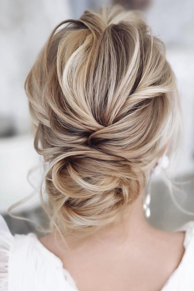 Twisted Bun Styles Blonde #bun #chignonbun