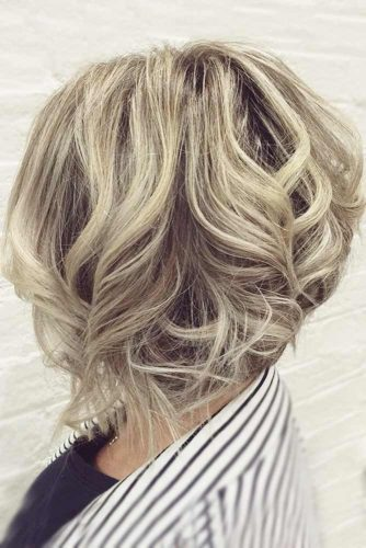 Wavy Medium Length Inverted Bob picture1