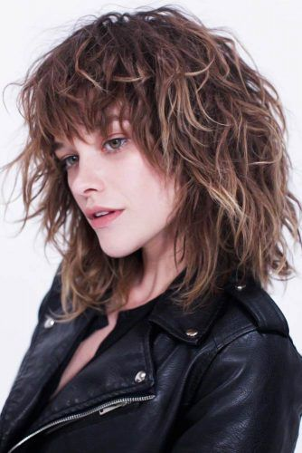 Wavy Shaggy Bob With Bangs Medium Haircuts For Women #mediumhair