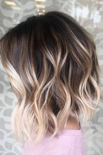 A line Messy Wavy Long Bob Hairstyle #wavyhair #hairtype #hairstyles #lobhaircuts #blondehighlights
