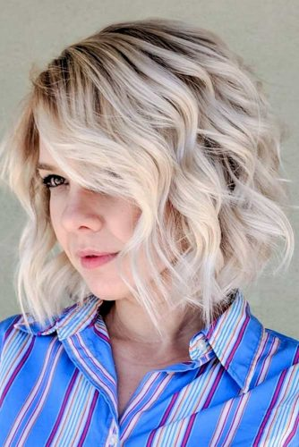 Side Part Short To Medium Wavy Bob #wavyhair #hairtype #hairstyles #bobhaircuts #blondehair