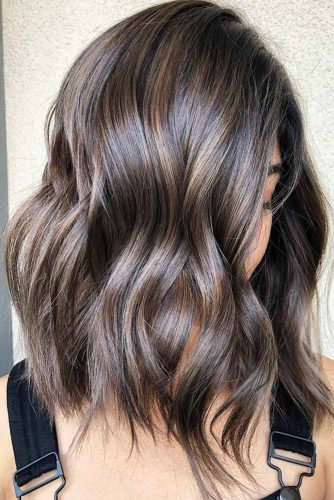 Side Parted Wavy Medium Length Hairstyles #wavyhair #hairstyles #hairtypes #mediumlength
