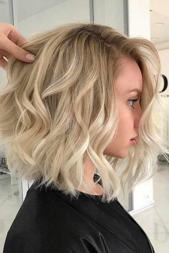 Side Parted Shoulder Length Wavy Hairstyles #wavyhair #hairstyles #hairtypes #bobhairstyles