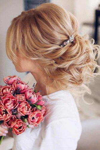 Updos For Wavy Hair picture1