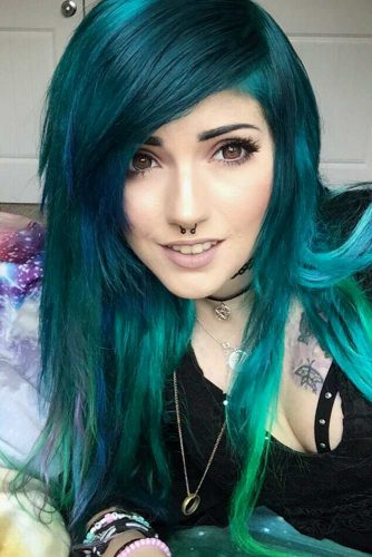 Long Emo Hairstyles With Green Shades #emohair #hairstyles #greenhair #longhair