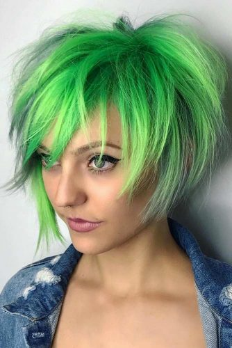 Messy Bob Emo Hairstyles With Green Shades #emohair #hairstyles #greenhair #bobhaircut