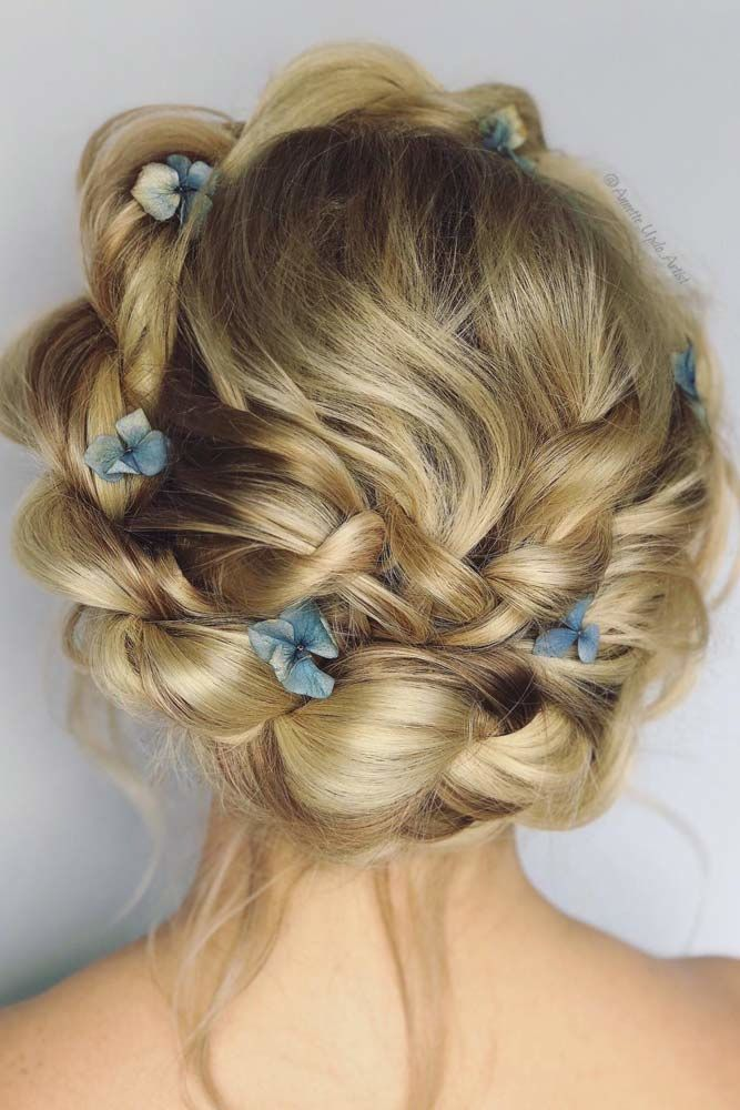 Fairy Prom Hairstyles With Natural Flowers Crown #promhairstyles #promhair