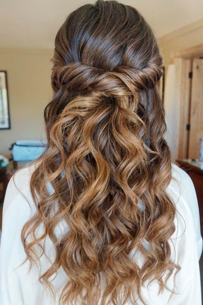 Twisted Half Down Prom Hairstyles Waves #promhairstyles #promhair