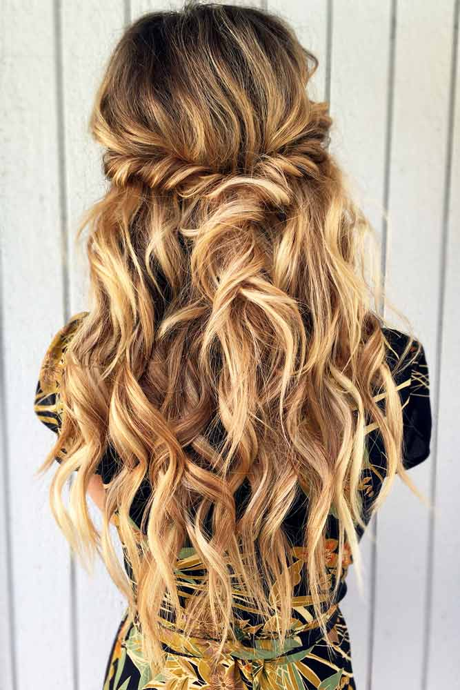 Twisted Half Down Prom Hairstyles Highlights #promhairstyles #promhair