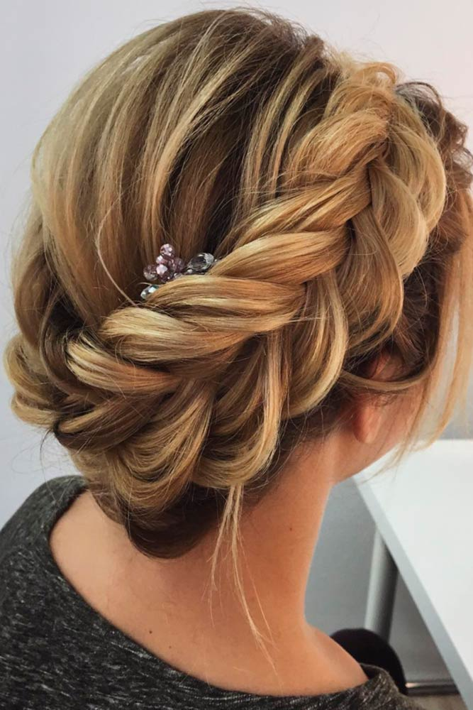Be The Real Queen With A Braided Crown Brunette #promhairstyles #promhair