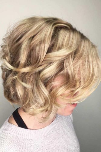 Blonde Short Bob Wavy Hair #shortbob #shortbobhairstyles #shorthairstyles #hairstyles #blondehair