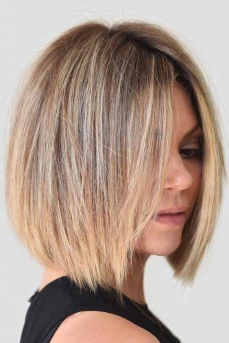 Short To Medium Hairstyles For Round Face Shape Blonde #roundface #shorthair #faceshapehairstyles