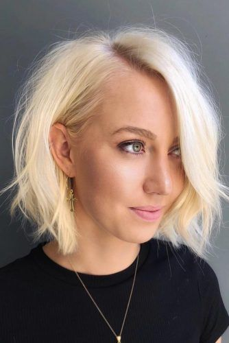 Top Tips For Choosing Right Hairstyle Blonde Bob #roundface #shorthair #faceshapehairstyles
