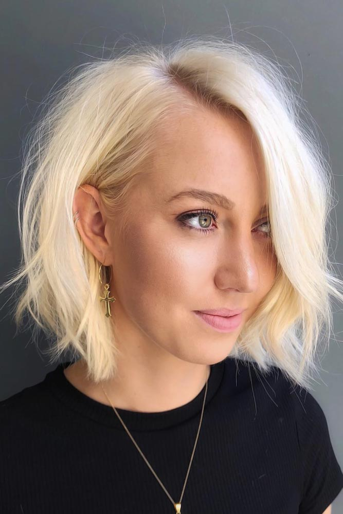 Top Tips For Choosing Right Short Hairstyles For Round Faces Blonde Bob #roundface #shorthair #faceshapehairstyles