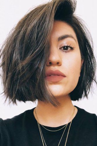 Flattering Hairstyles For Round Faces Brunette #roundface #shorthair #faceshapehairstyles