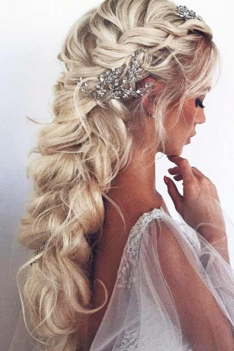 Gorgeous Wedding Hairstyles With Dutch & Three Strand Braids Twist #braids #weddinghairstyles