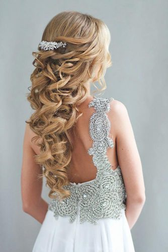 Half Up Half Down Hairstyles With Charming Accessories picture 3