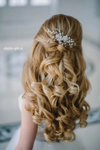 Half Up Half Down Hairstyles With Charming Accessories picture 1