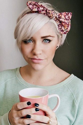 Side Swept Pixie Bob Haircut With Headscarf #pixiebob #haircuts #hairstyles #headscarf