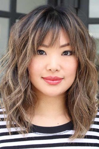 Wavy Medium Shag Haircut With Bangs #shaghaircut #haircuts #bobhaircut #mediumhair
