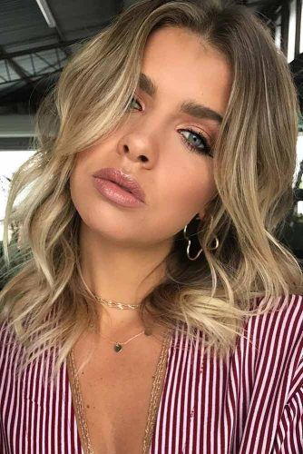 Wavy Lob For Round Face Shape #haircutsforroundfaces #haircuts #roundfaces #bobhaircuts
