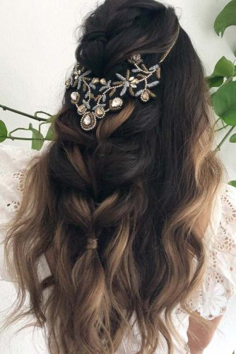 Wedding Hairstyles With Fabulous Bohemian Accessories Half Up Half Down #halfuphalfdown #bridalaccessory #bohostyle