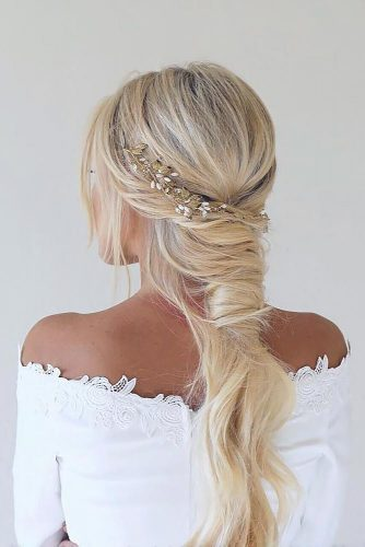 Unique Hairstyle Ideas For Sweet Brides picture 2