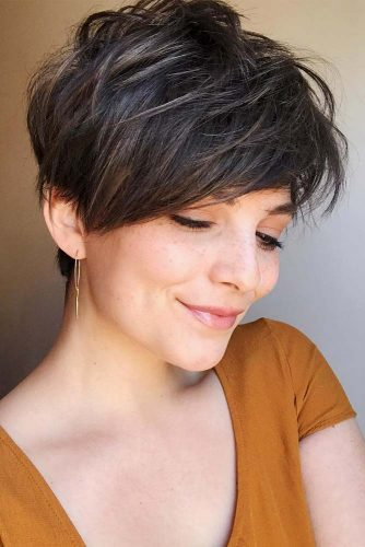 Medium Pixie Hairstyle #pixiehairstyles #pixiecut #shorthair #hairstyles #brownhair