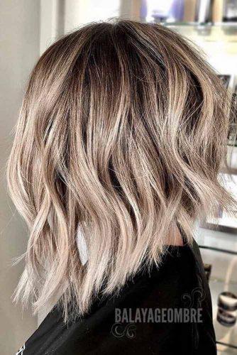 Wavy Inverted Haircut #haircutsforwomen #womenhaircuts #haircuts #invertedhaircut