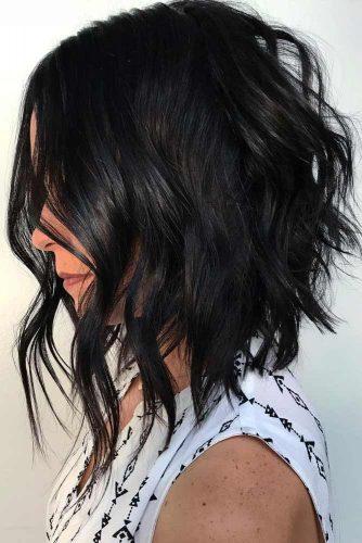 Wavy Messy Inverted Haircut #haircutsforwomen #womenhaircuts #haircuts #invertedhaircut