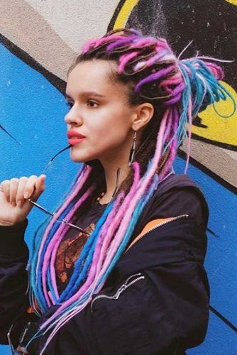 Colored Half Up Hairstyles For Dreadlocks #dreadlocks #dreadlockshairstyles #hairstyles