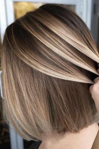 Middle Parted Straight Medium Hairstyles #mediumhairstyles #mediumhaircuts #hairstyles #straighthair