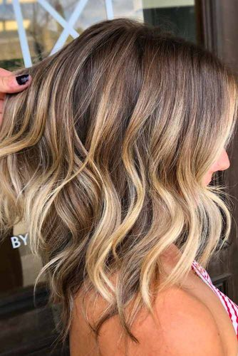 Layered Wavy Medium Hairstyles #mediumhairstyles #mediumhaircuts #hairstyles #wavyhair