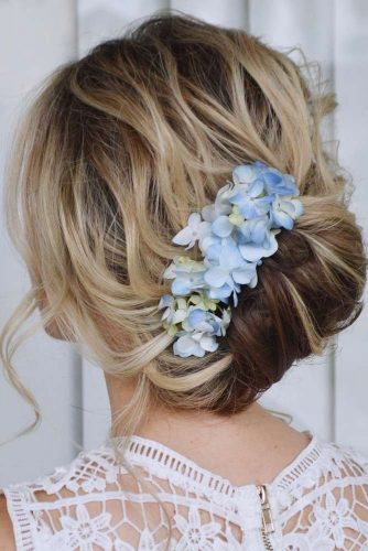 Fairy Prom Hairstyles With Natural Flowers picture 3