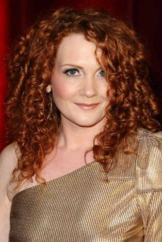 Side Parted Curly Hairstyle #redhair #haircolor