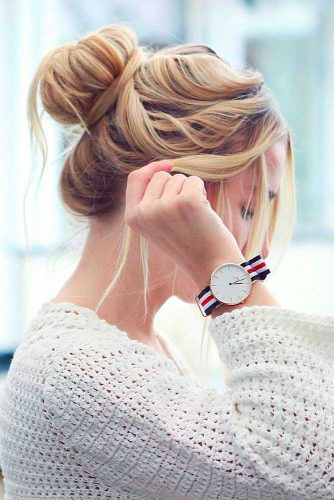 Beauty Hack: Bun With A Sock #highbun #bunhairstyles #messybun #easyhairstyles