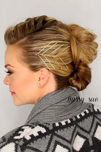 Decorate Your Bun With Bobby Pins #messybun #bobbypins #easyhairstyles #easyupdo