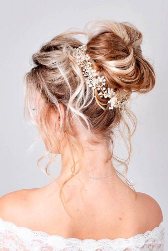 Messy Bun For Stunning Look #bun #highbun #blonde #bridalaccessory
