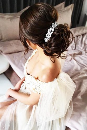 Wavy Updo Hairstyle #bun #weddinghairstyles